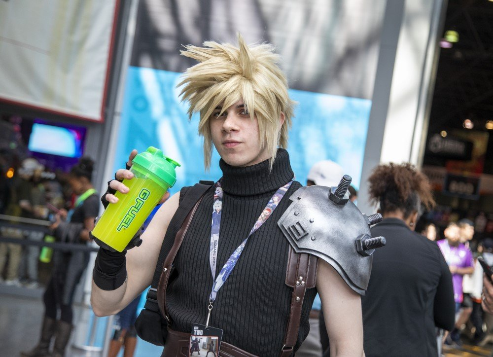 cloud strife from final fantasy 7 cosplay at new york comic con 2019