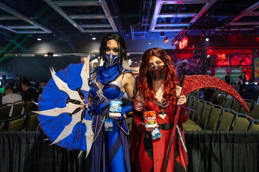 mortal kombat kitana and skarlet cosplays at pax west 2019